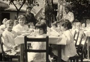 Comida en el patio años 70